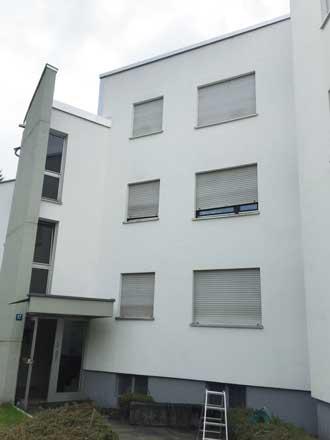 Saubere Mauerputzfassade, wie neu, nach der Reinigung von Speedy's Fassadenreinigung in Brunnthal bei München