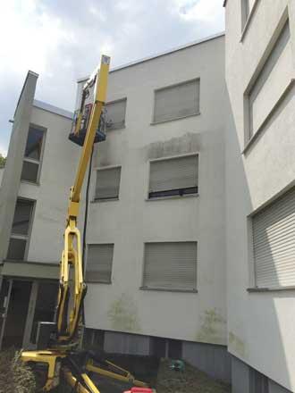 Auch eine stark verschmutzte Mauerputzfassade kann von Speedy's Fassadenreinigung problemlos gereinigt werden