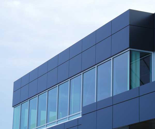 Professionelle Glasreinigung für komplette Glasfassaden Bayern